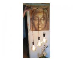 Steigerhouten hanglamp met koperbuis en 3 grote bol spiraal lampen