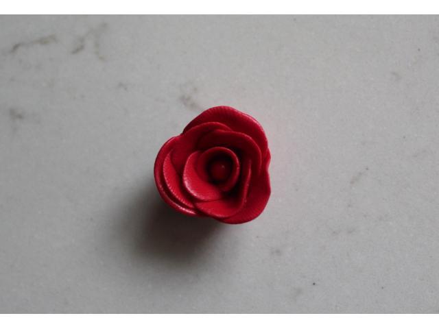 Handgemaakte roos bedel