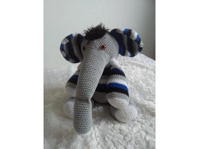 gehaakt blauw grijze olifant