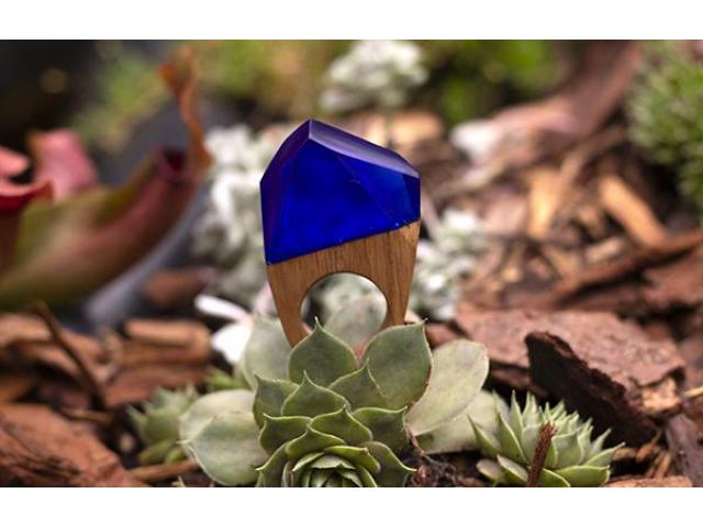 Statement ring, hout en blauw