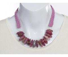 Roze fire crackle agaat statement edelsteen ketting - GemChristina AG0618