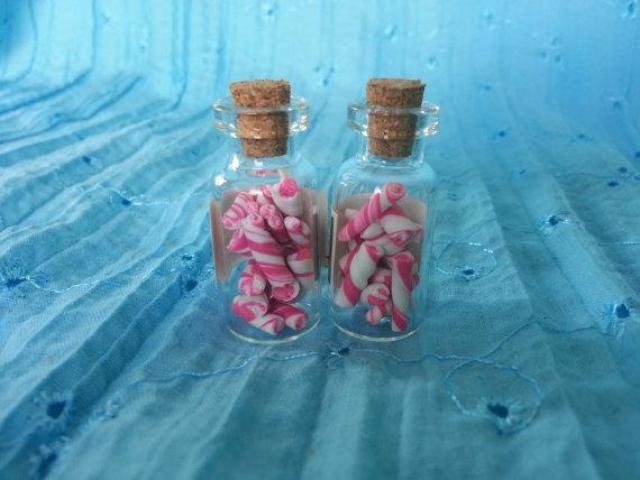 Miniflesje met roze snoepjes