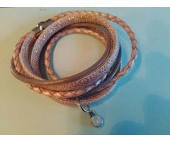 Zalmkleurige wikkelarmband