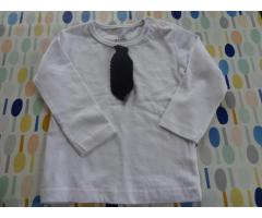 Tshirt met gehaakte stropdas